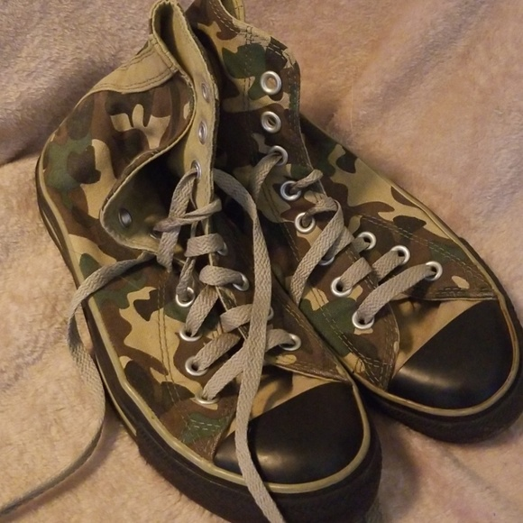 e2478c3fbe3d Converse Shoes - Womens size 9 camouflage converse
